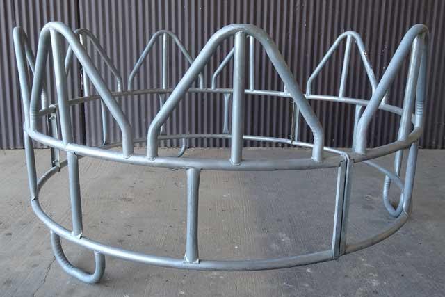 Livestock cattle horse round bale feeders bunk